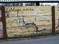 Kouřim, Ruská, malba mapy města na zdi hřiště.jpg