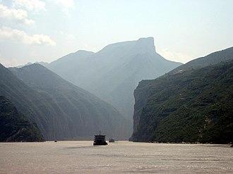 """Kuizhou - Kuimen (夔門/夔门): the """"Gateway of Kuizhou"""", Qutang Gorge (formerly Kui Gorge, or 夔峡, Kuixia), along the Yangzi River."""