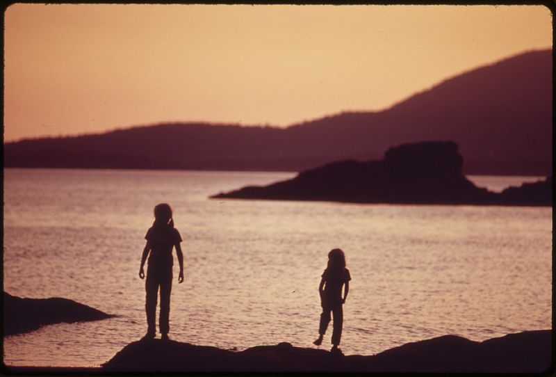 File:LARRABEE STATE PARK ON PUGET SOUND AT SUNSET, LOOKING TOWARD THE SAN JUAN ISLANDS - NARA - 552331.jpg