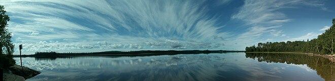 Vue panoramique du lac Loïs