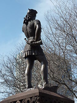Leif Ericson statue in Milwaukee, rear view.JPG