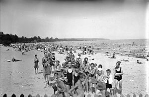 Leslie Street Spit - Leslie Beach looking east, 1935.  The beach disappeared when the spit was constructed.