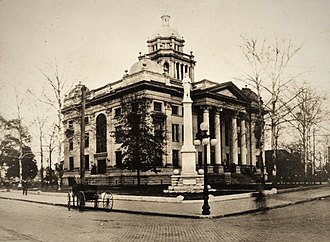 Valdosta, Georgia - Lowndes County Courthouse around 1915.
