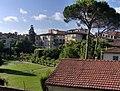 Lucca - cinta muraria - a nice garden - Palazzo Pfanner - panoramio.jpg