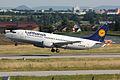 Lufthansa B733 D-ABEE.jpg