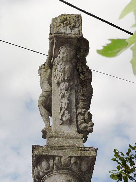 Ménil-la-Horgne (Meuse) croix de chemin sculptée
