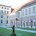 München, Residenz, Königsbauhof, Putto mit Füllhorn.jpg