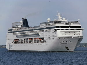 MSC Sinfonia turning to Starboard Side Tallinn 27 May 2015.JPG