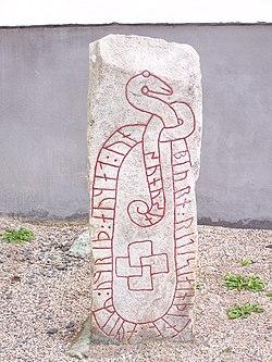 M 15 Runsten vid Sköns kyrka.jpg