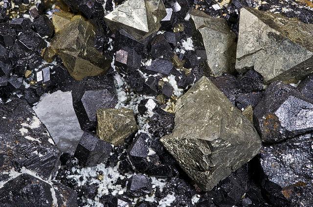 Magnetit - železná ruda