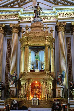 Chalma, Malinalco - Main altar with image of the Christ of Chalma