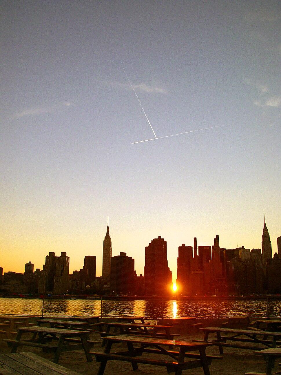 Manhattanhenge in june 2005