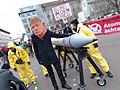 Menschenkette gegen Atomwaffen (38443772946).jpg