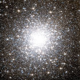 Messier 2 Hubble WikiSky.jpg