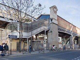 Bir-Hakeim (Paris Métro) - Image: Metro Bir Hakeim, Paris 24 September 2016