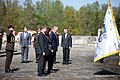 Ministru prezidents Valdis Dombrovskis piedalās svinīgajā vainagu nolikšanas ceremonijā Rīgas Brāļu kapos, atzīmējot Nacisma sagrāves dienu un pieminot Otrajā pasaules karā bojāgājušos (7157223508).jpg