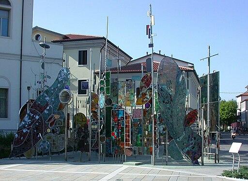 Montegrotto - Alberi metallici Piazza Roma