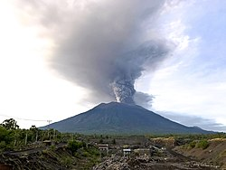 Mount Agung, November 2017 eruption - 27 Nov 2017 03.jpg