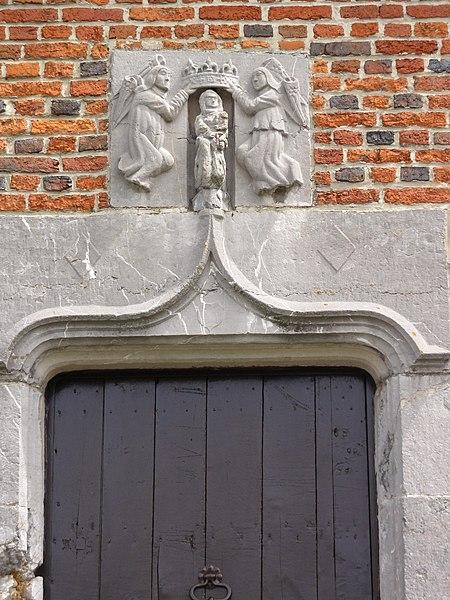 Moustier-en-Fagne (Nord, Fr) maison dite espagnole, detail sculpté
