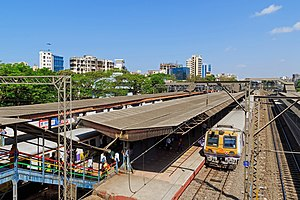 Khar Road railway station - Image: Mumbai 03 2016 06 Khar Road station