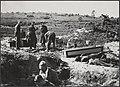 Nabij het voormalige concentratiekamp te Amersfoort werd een massagraf ontdekt v, Bestanddeelnr 512 076.jpg