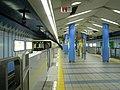 Nagahori Tsurumiryokuchi Line Nagahoribashi Station platform - panoramio.jpg