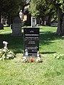 Nagrobek T. Różewicza na cmentarzu ewangelickim przy Świątyni Wang w Karpaczu (2020).jpg