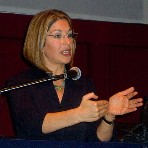 https://upload.wikimedia.org/wikipedia/commons/thumb/1/1d/Naomi_Klein_in_Berlin_2007.jpg/480px-Naomi_Klein_in_Berlin_2007.jpg
