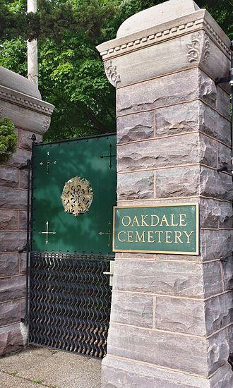 Oakdale Memorial Gardens - Image: Oakdale Cemetery entrance gates closeup
