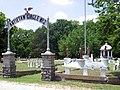 Oakwood Cemetery GAR circles 2006-07-03.jpg