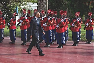 Guard of honour - Barack Obama inspecting the Red Guard of Senegal. The Guard's uniform is derived from the Spahi.