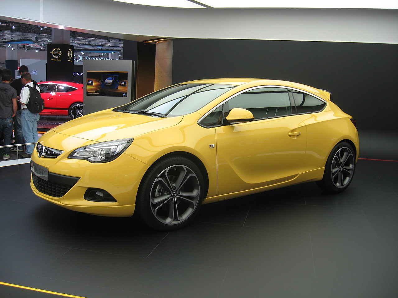 file opel astra j gtc front view jpg wikipedia. Black Bedroom Furniture Sets. Home Design Ideas