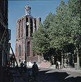 Overzicht van de vrijstaande kerktoren met tentdak en open koepeltje - Workum - 20375118 - RCE.jpg