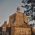 Overzicht van de westgevel van de koepel en het fronton boven de ingangspartij - Leiden - 20382098 - RCE.jpg
