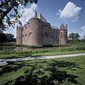 Overzicht van het kasteel, gezien vanuit het zuidoosten - Ammerzoden - 20423933 - RCE.jpg