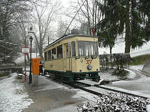 Pöstlingbergbahn - Car XV leaving Tier Garten stop in a light snowfall, three days before the end of meter-gauge operation and trolley pole current collection