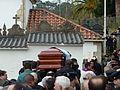P1110176 Enterro Fraga Perbes - cadaleito, netos.JPG