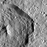 PIA20566-Ceres-DwarfPlanet-Dawn-4thMapOrbit-LAMO-image71-20160115.jpg