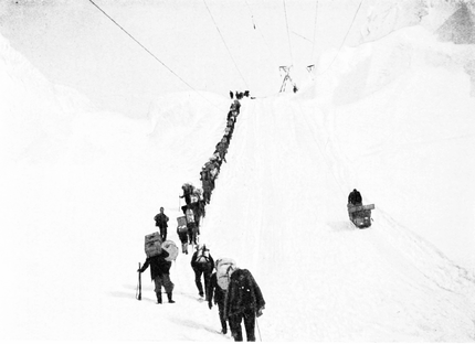 PSM V55 D021 Final ascent to chilkoot summit.png