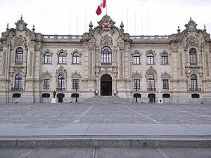 Дворец Гобьерно-дель-Перу.jpg