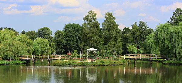 Panorama Rosarium Uetersen Hochzeitsinsel HP 16685-86.jpg