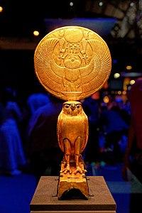 Paris - Toutânkhamon, le Trésor du Pharaon - Figurine d'Horus sous les traits d'un faucon solaire - 006.jpg