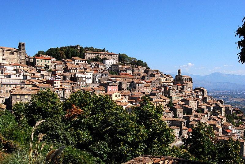 Patrica ligger mellom Frosinone og Latina på vei mot kysten