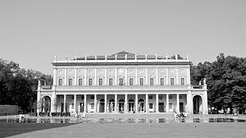 Piazza Martiri 7 Luglio- RE 3.jpg