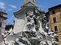 Piazza rotonda fontana 1.jpg