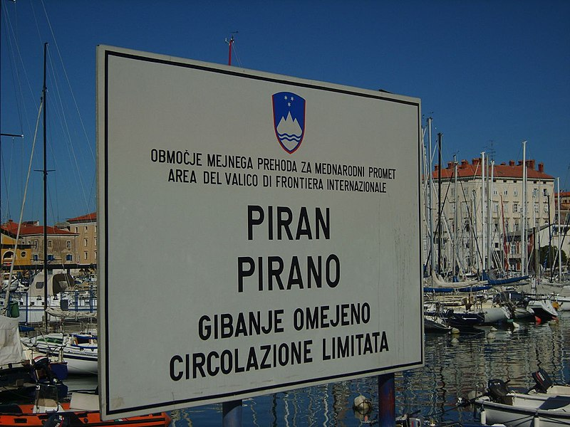 File:Piran - bilingual signs! (1621587289).jpg