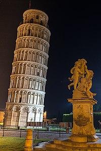 Pisa by night - panoramio (1).jpg