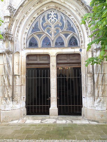 Porche de l'église de Sainte-Colombe.