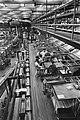 Postbeambten zitten werkloos bijde lege aanvoermachines, Bestanddeelnr 932-7620.jpg