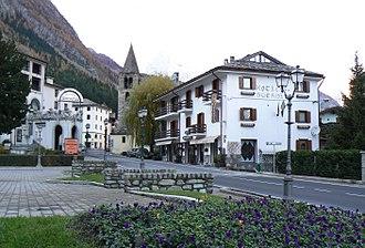 Pré-Saint-Didier - view of the town with the Parish church